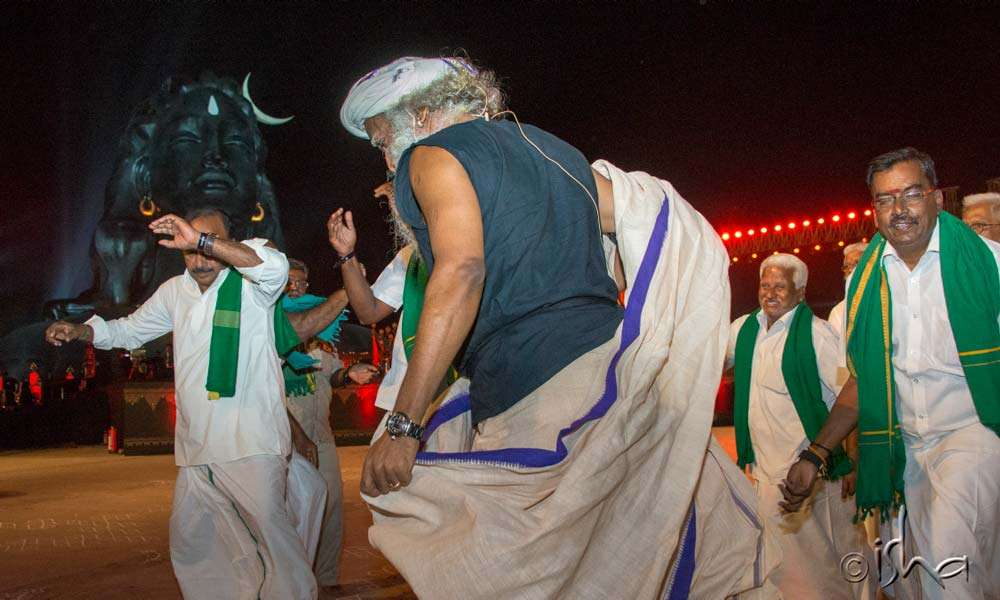 Sadhguru dancing with local farmers