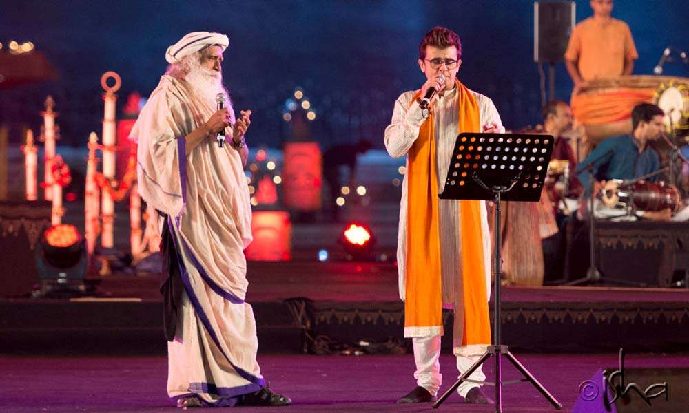 Sadhguru and Sonu Nigam in a duet