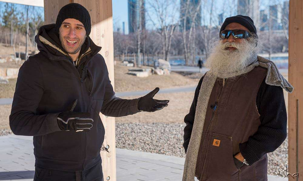 Motivational entrepreneur Evan Carmichael meeting Sadhguru for a spirited conversation