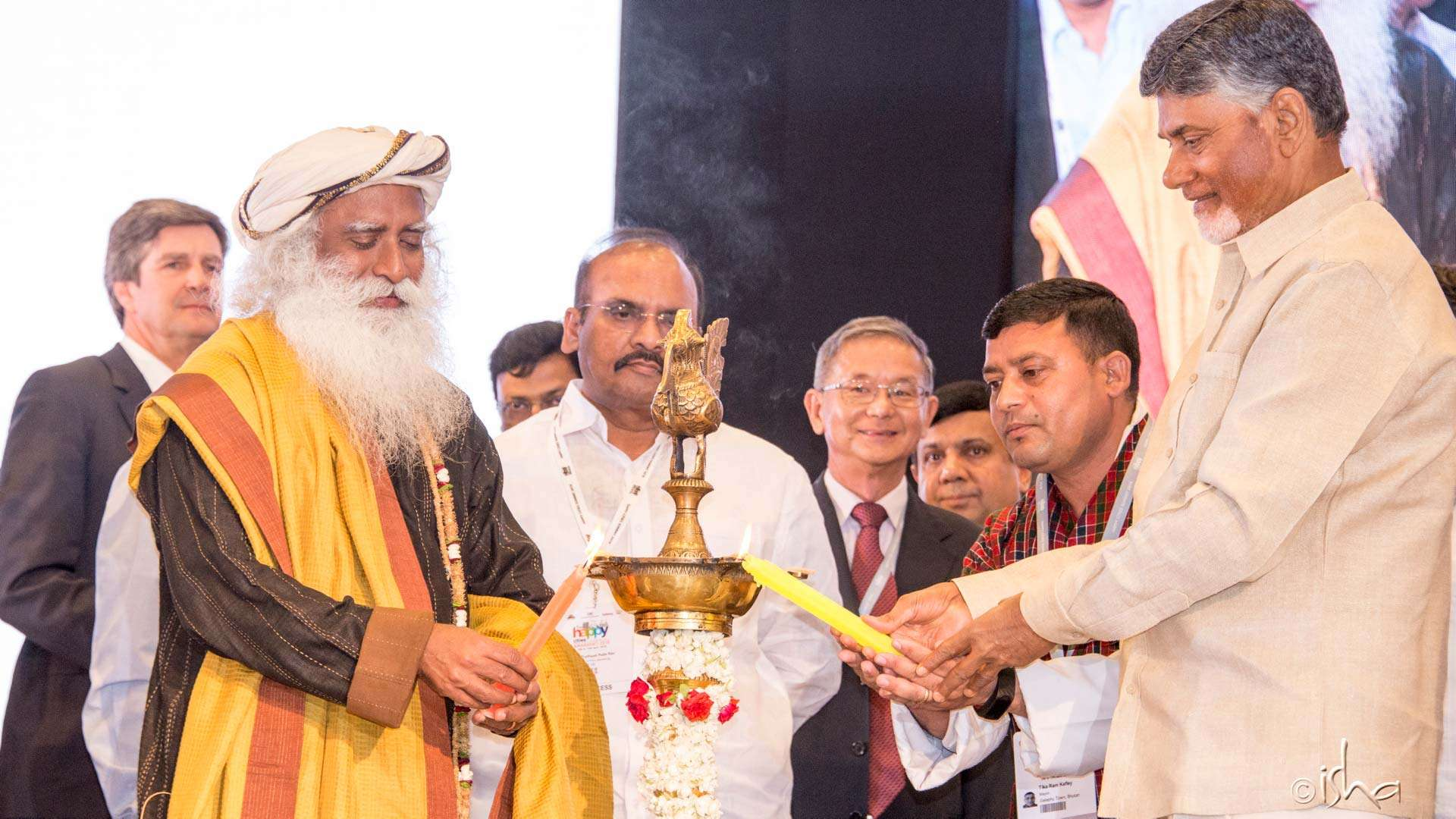 "Sadhguru and Andhra Pradesh Chief Minister N. Chandrababu Naidu inaugurating the ""Happy Cities Summit 2018"" in Amaravati"
