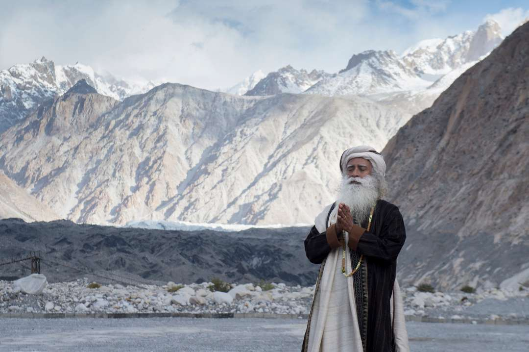 18-sadhguru-isha-wisdom-spot-sadhguru-with-indian-army-soldiers-at-leh-ladakh-siachen-living-a-warriors-life-20180621_SUN_0303