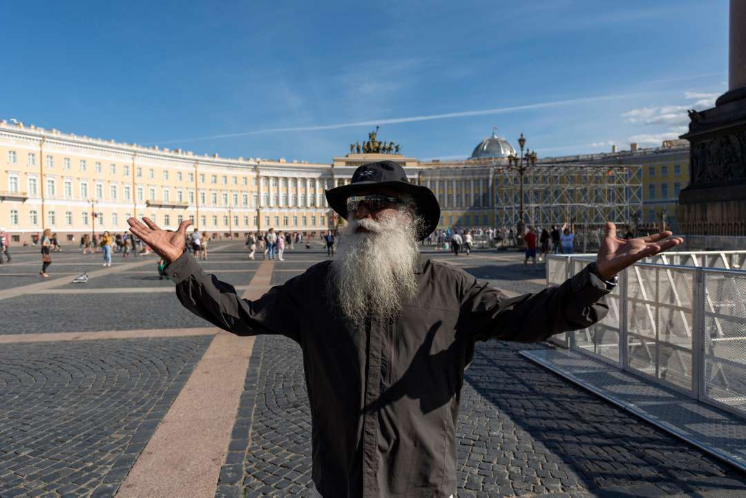 Sadhguru on a city tour in St. Petersburg, Russia, June 2018