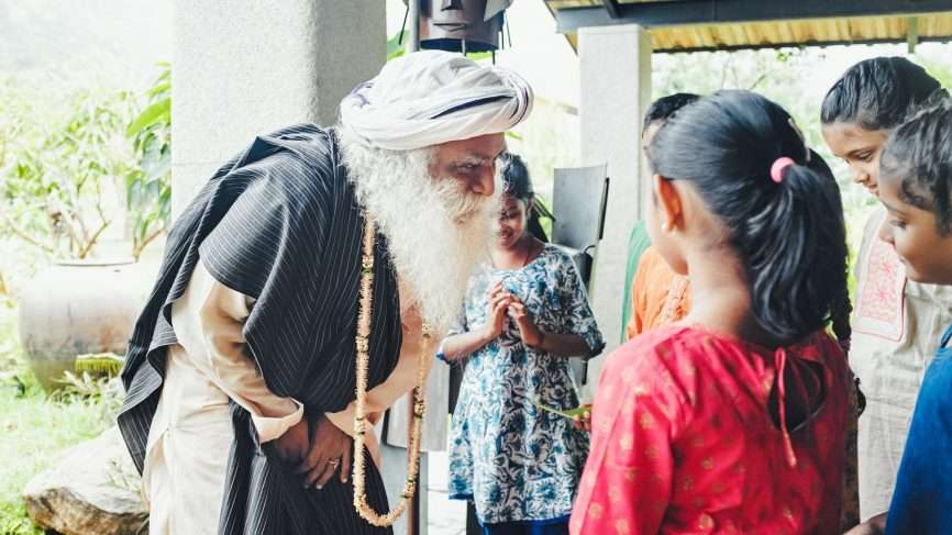 Sadhguru talking to children | How Do You Show Your Gratitude For Your Guru?