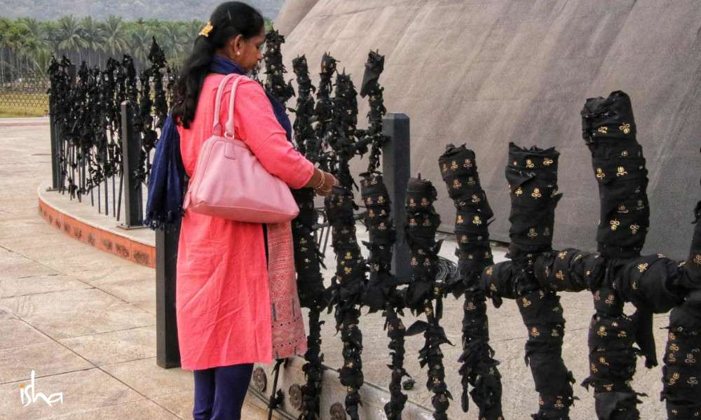adiyogi-vastram-offerings-12-things-about-adiyogi