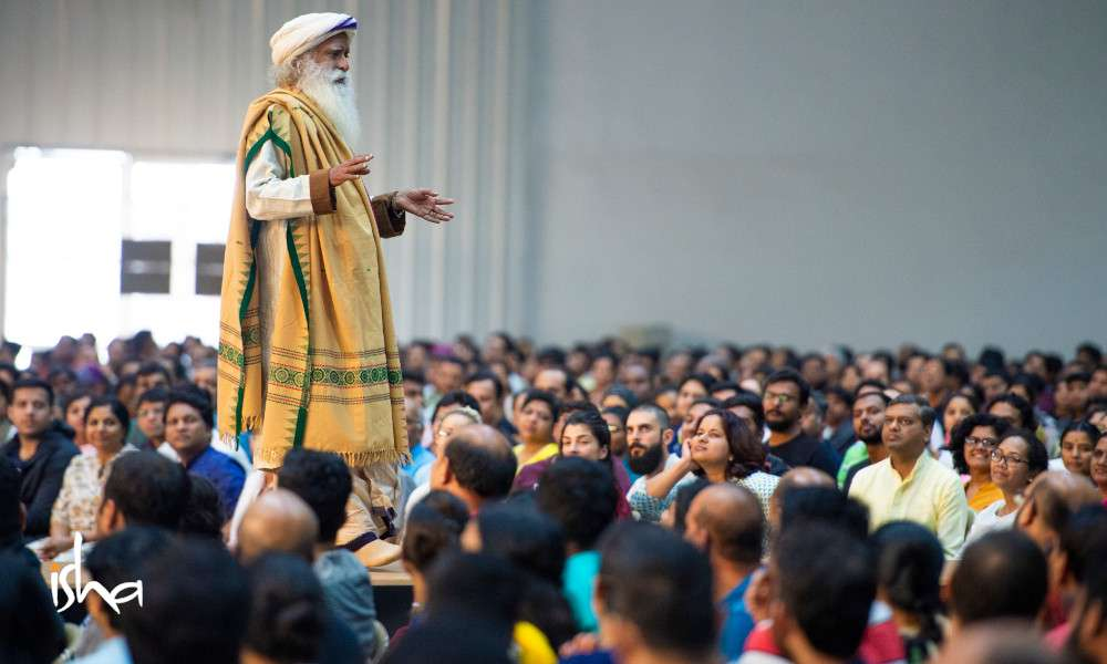 iecs-scientific-blog-feature-sadhguru-talking-to-ie-participants