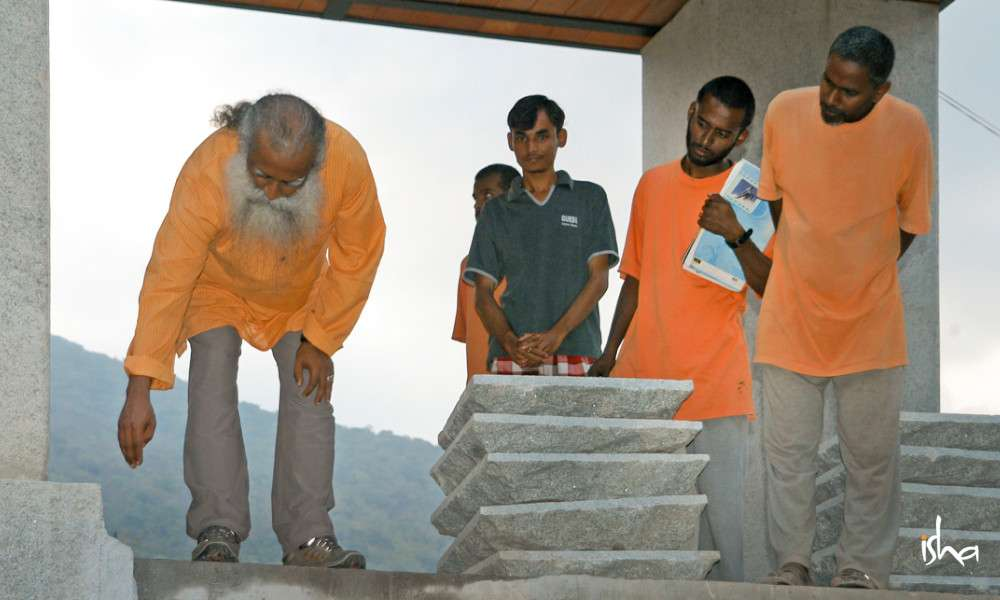 isha-blog-article-on-the-path-of-the-divine-swami-nandikesha-construction-pic2