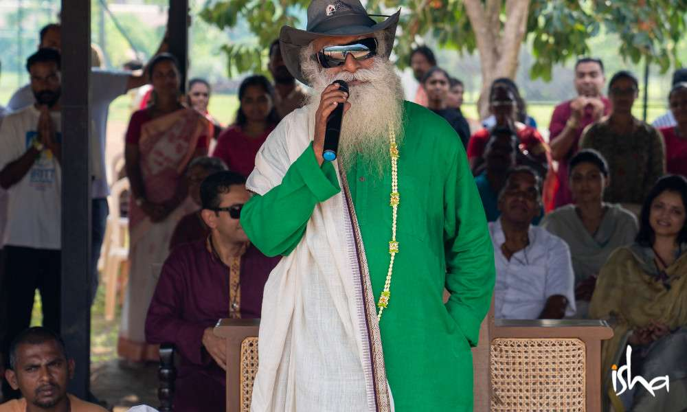 isha-blog-article-sports-day-isha-home-school-sadhguru-addressing-gathering