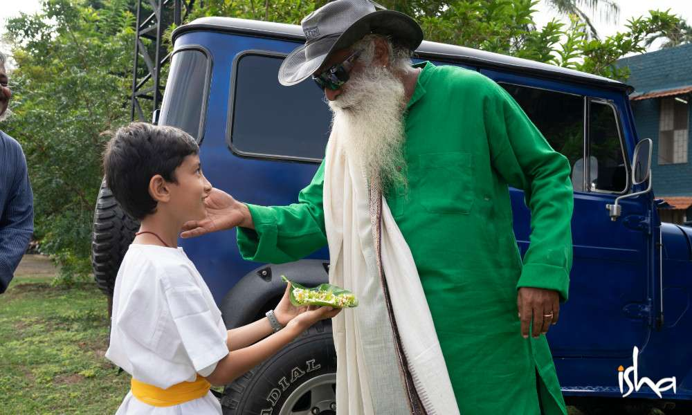 isha-blog-article-sports-day-isha-home-school-sadhguru-arrives
