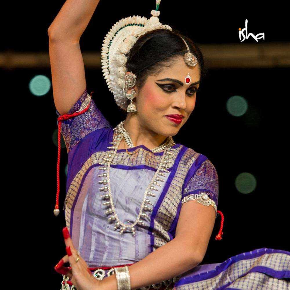 isha-blog-article-the-odissi-duet-a-mother-daughter-connection-pic2