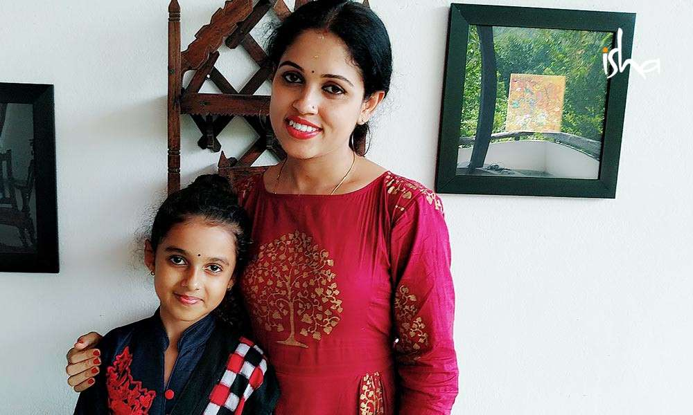 isha-blog-article-the-odissi-duet-a-mother-daughter-connection-pic3