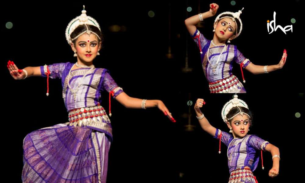 isha-blog-article-the-odissi-duet-a-mother-daughter-connection-pic5