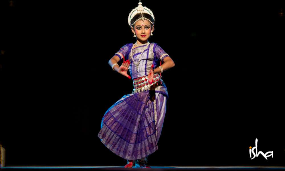 isha-blog-article-the-odissi-duet-a-mother-daughter-connection-pic6