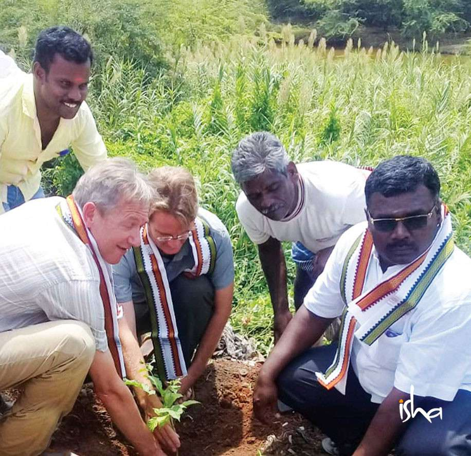 karthigai-photographer-with-a-green-thumb-planting-tree-with-foreigner