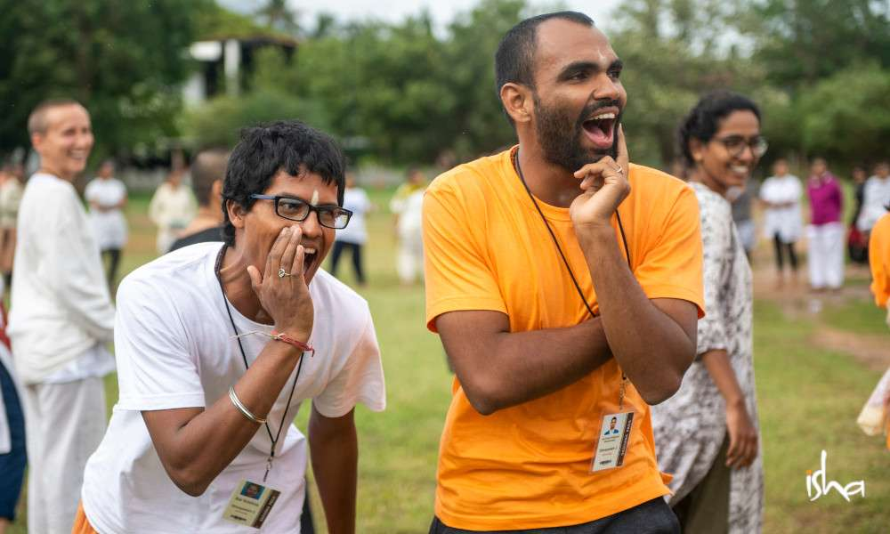 life-in-sadhanapada-when-sadhana-begins-to-catch-fire-ishablog-participants-laughing