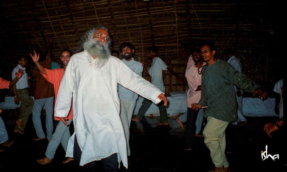 sadhguru-isha-blog-article-on-the-path-of-the-divine-sw-patanga-dancing-with-sadhguru