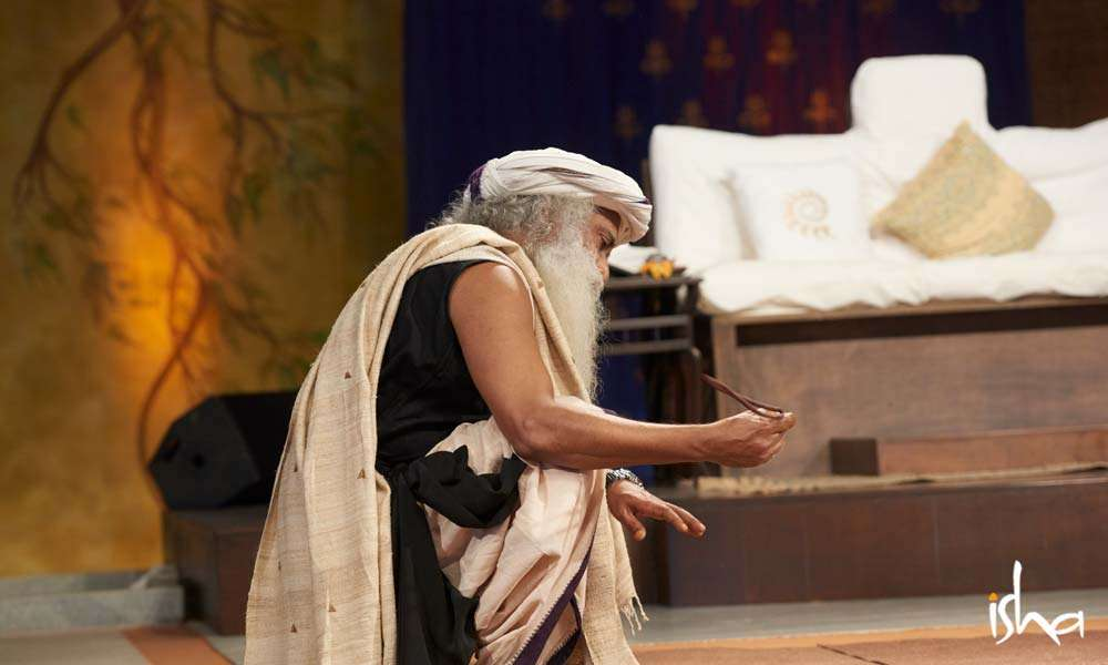 Sadhguru holding a Rudraksh during the Yogeshwar Linga Consecration, 2017 | Can Your Photo Be Used to Affect You Negatively?