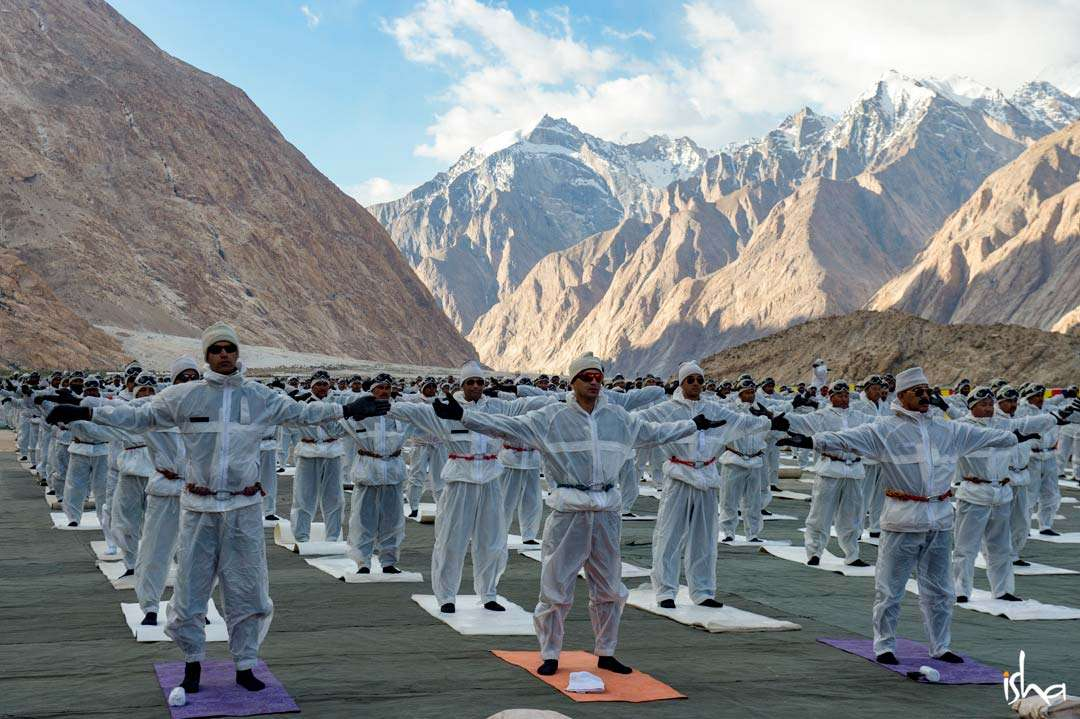 BSF soldiers doing Yogic practices at Siachen