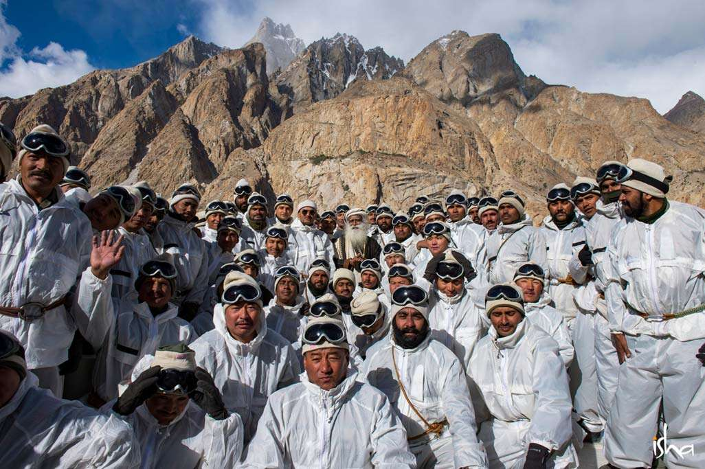 Sadhguru meets the brave BSF soldiers at Siachen