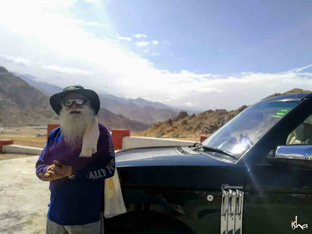 Sadhguru on the way to Siachen