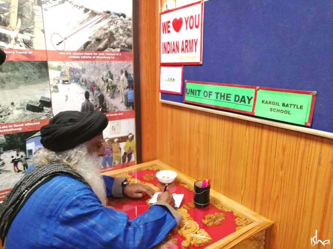 Sadhguru at the Hall of Fame Museum of Indian Army at Leh