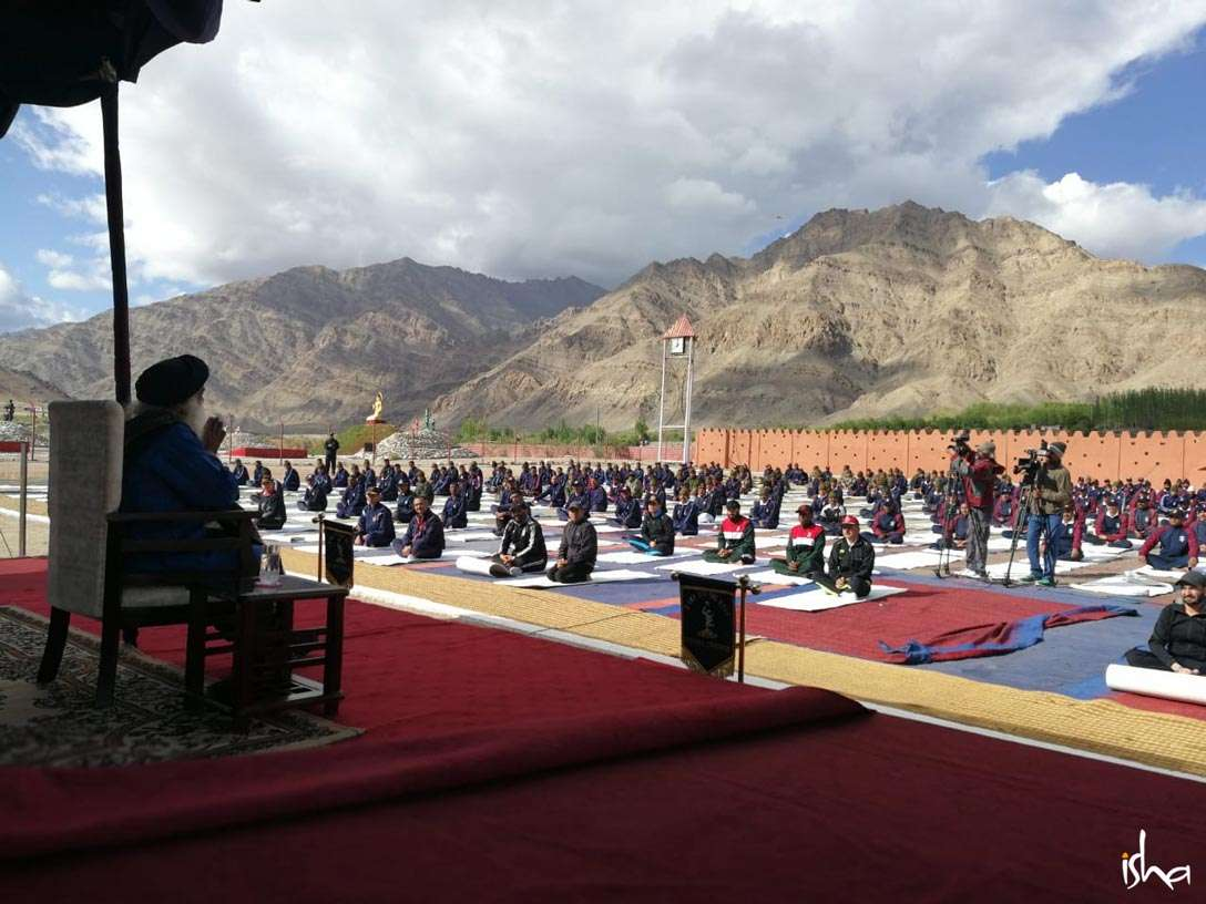 Sadhguru conducts a yoga session for the Indian Army soldiers at Leh