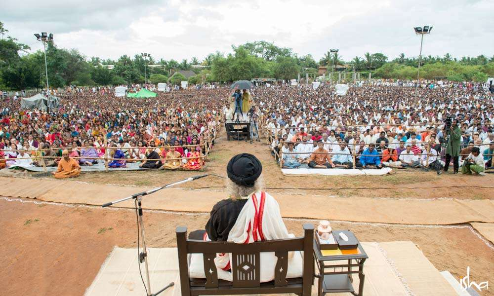 Sadhguru and thousands of meditators in a group meditation