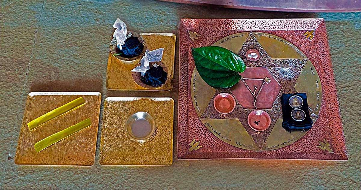 Vijaya Arpanam includes an elaborate offering of the five elements to the Abode.