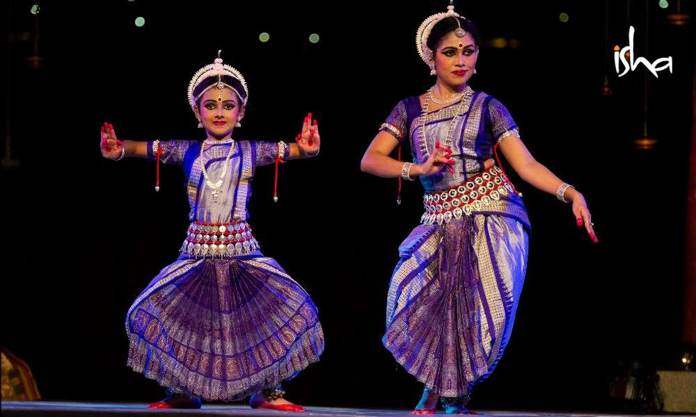 isha blog article | The Odissi Duet - A Mother-Daughter Connection
