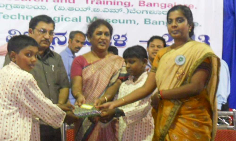 isha-vidhya-students-excel-at-science-exhibitions