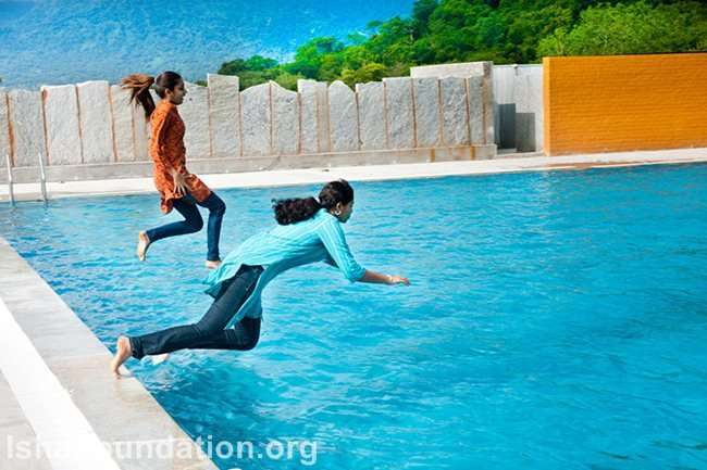 IHS students take the plunge