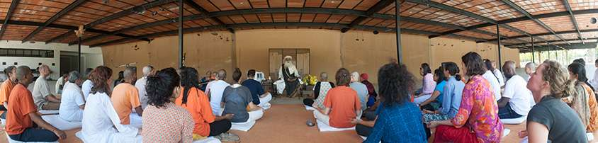 Sadhguru with the first batch of Hata Yoga Teacher Training participants