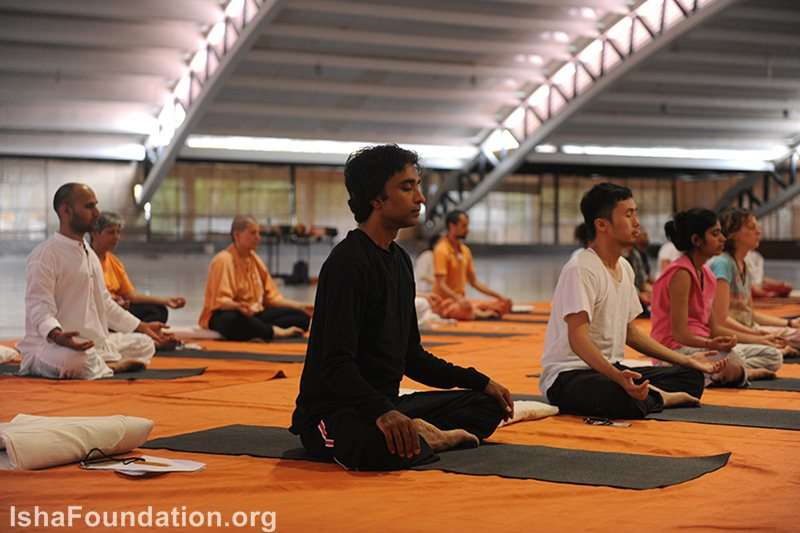 Participants meditating in Adiyogi Alayam