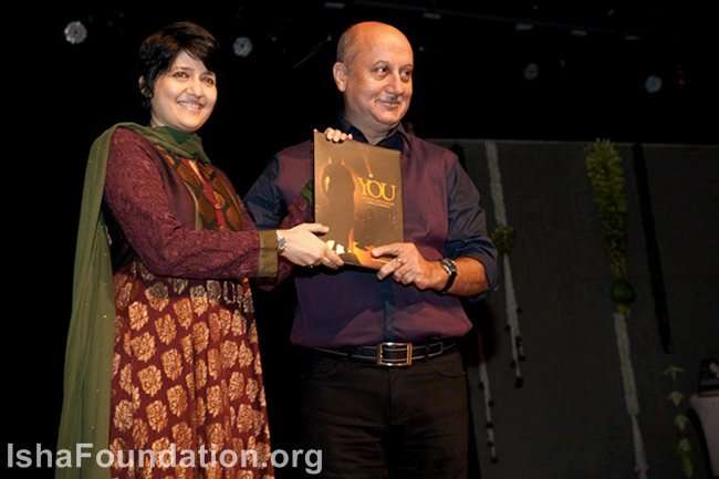 Anupam Kher with author Pallavi Gupta during the
