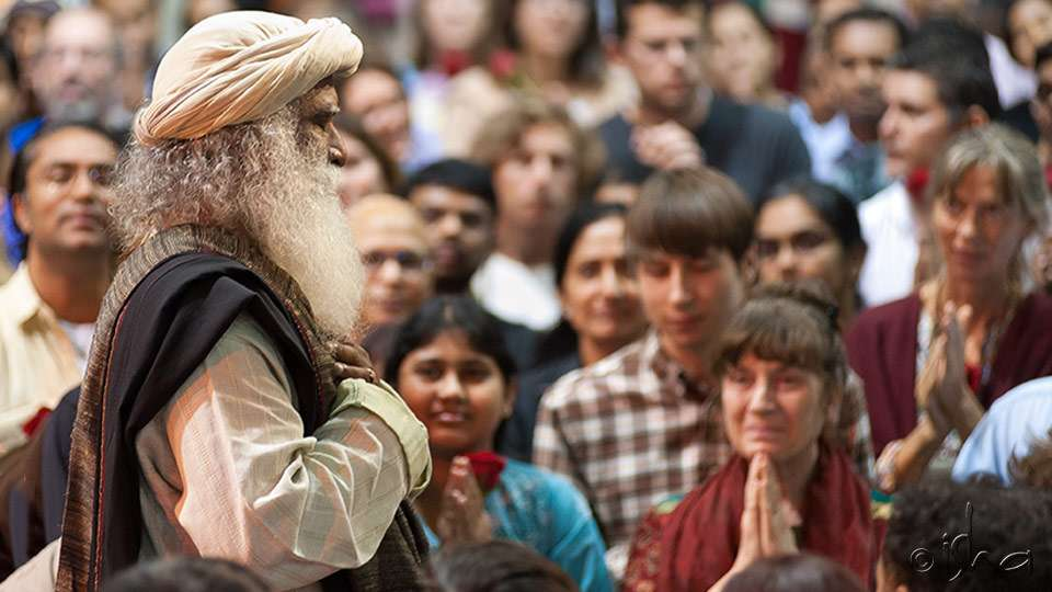 Sadhguru with Inner Engineering Retreat Program Participants
