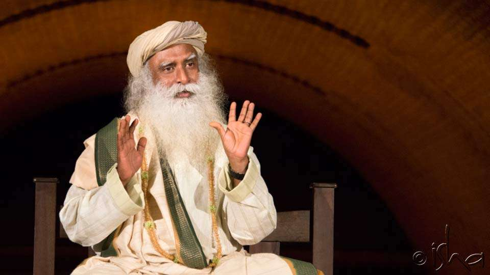 Sadhguru speaking at Darshan near Chandrakund, Isha Yoga Center