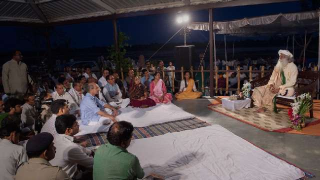 Sathsang with Sadhguru at Shivneri Ashram