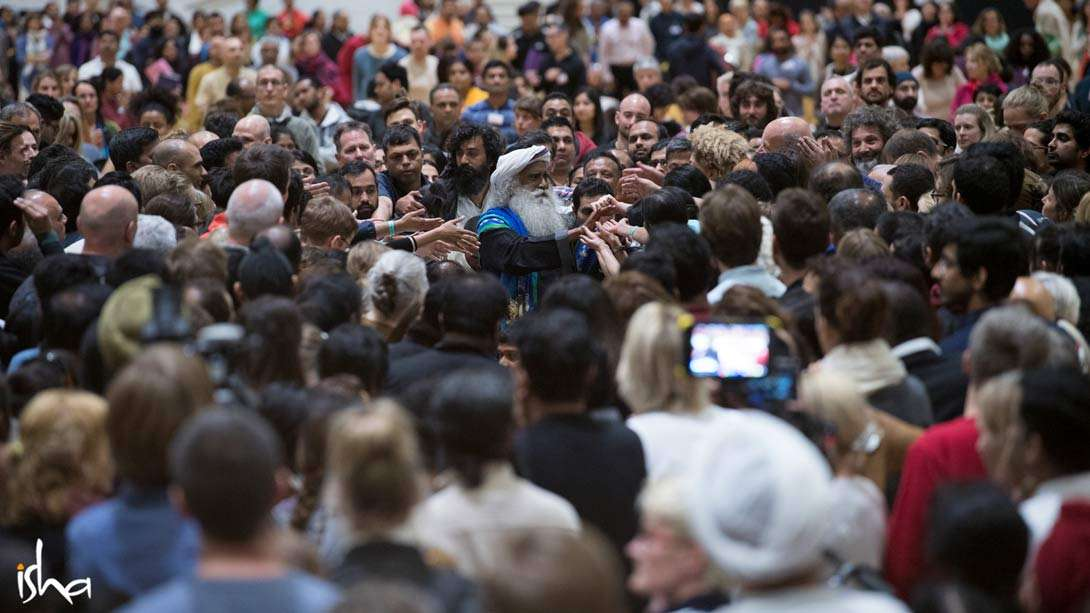 Media Buzz: Londoners Soak in the Sunshine of Sadhguru's Wisdom