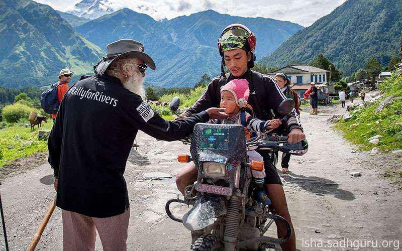 Quotes Inspirational - Sadhguru puts things into perspective when it comes to children and child bearing.