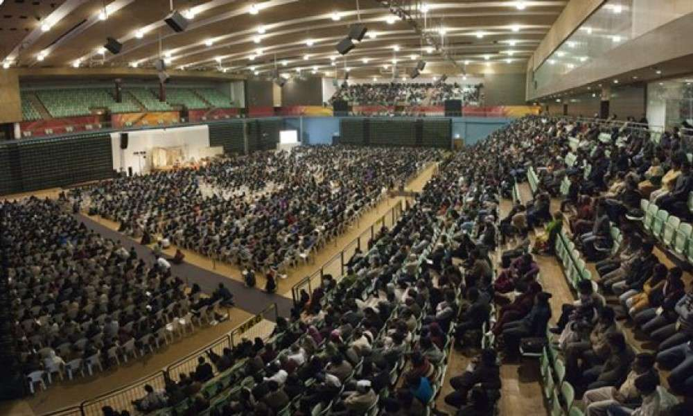 sadhguru-conducts-inner-engineering-for-thousands-in-new-delhi