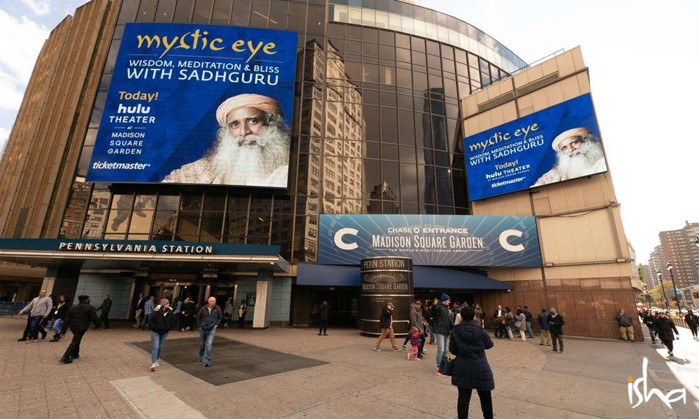 Isha Blog Article | Mysticism Takes Center Stage at Madison Square Garden
