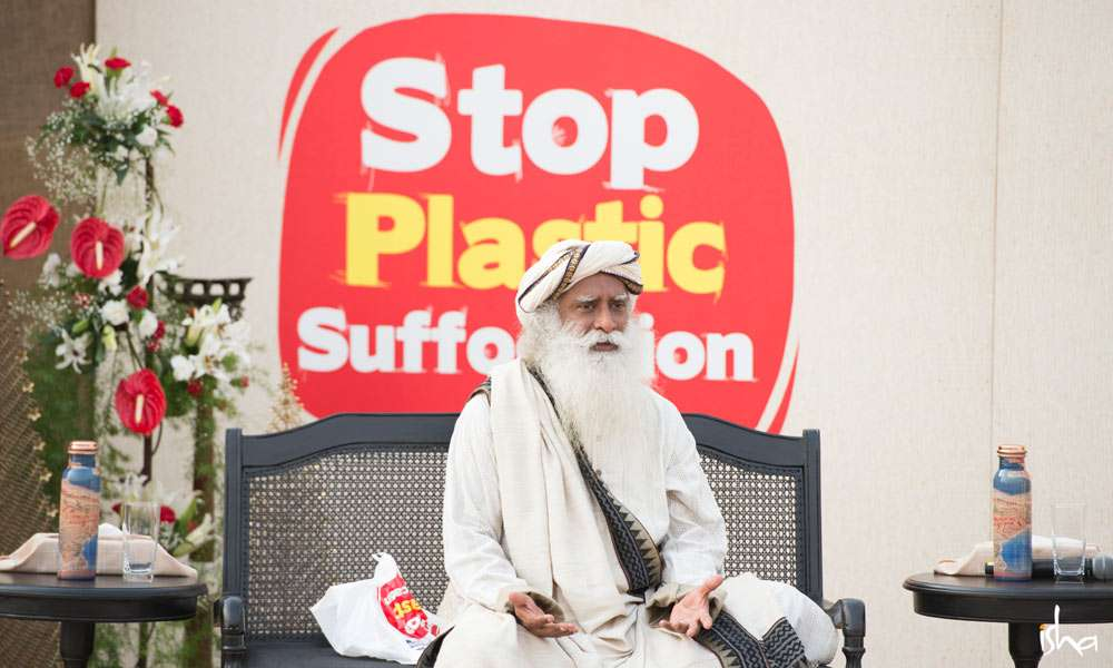 Sadhguru offers actionable solutions to beat plastic pollution on World Environment Day (5 June 2018) in Delhi | Why We Need to Realize We Are Life