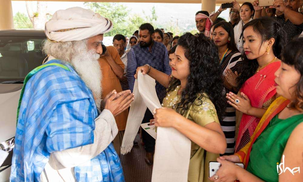 Sadhguru being welcomed by the students of North Eastern Hill University, Shillong, Meghalaya, for the Youth and Truth event | Do People in the Northeast Feel Alienated From the Rest of India?