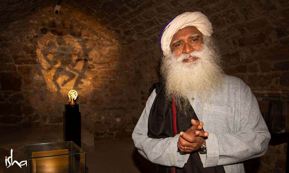 Sadhguru in front of a statue of Nataraja inside the famous fire temple at Baku, Azerbaijan 'Ateshgah' | One Mega Life