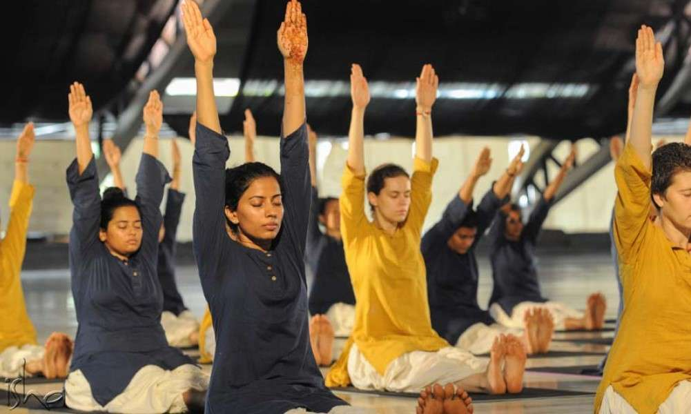why-you-shouldnt-speak-during-asanas