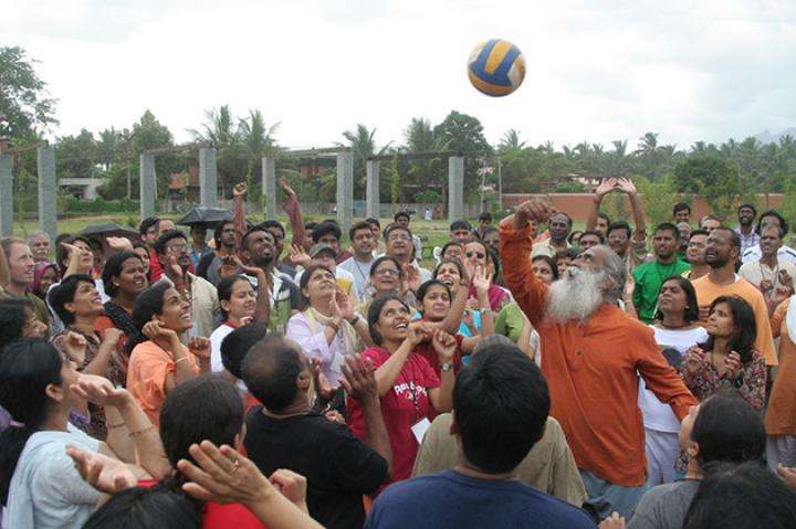 Sadhguru playing ball with program participants | Are You Game For Life?