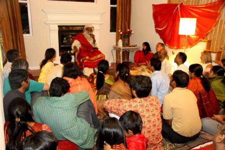 Sadhguru at the home of a meditator in Northern California