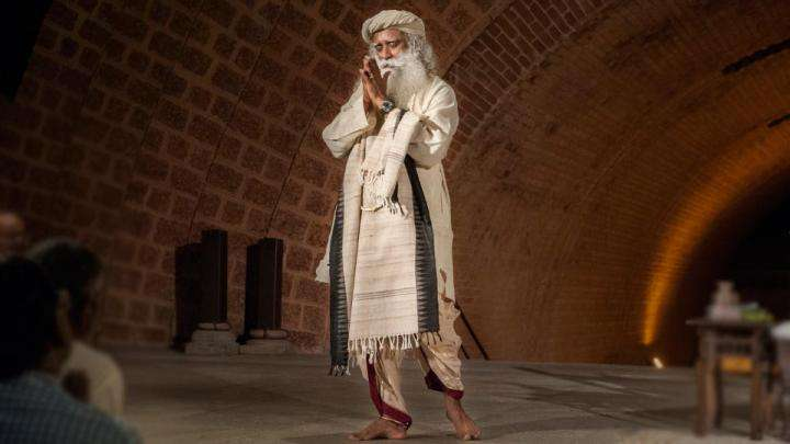 Sadhguru in organic clothing - Why organic clothing - Benefits of organic cotton and silk