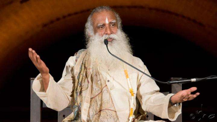 Sadhguru speaking at Darshan - Nothing to Gain Nothing to Lose
