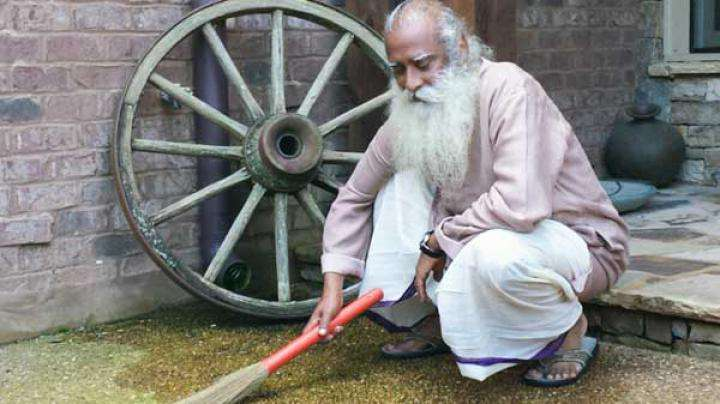 Sadhguru on the Clean India Campaign