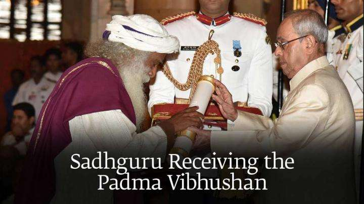 Sadhguru Receiving the Padma Vibhushan